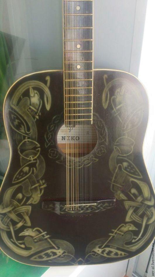 """Струнные инструменты ручной работы. Ярмарка Мастеров - ручная работа. Купить Гитара """"кельтские узоры"""". Handmade. Чёрно-белый, подарок"""
