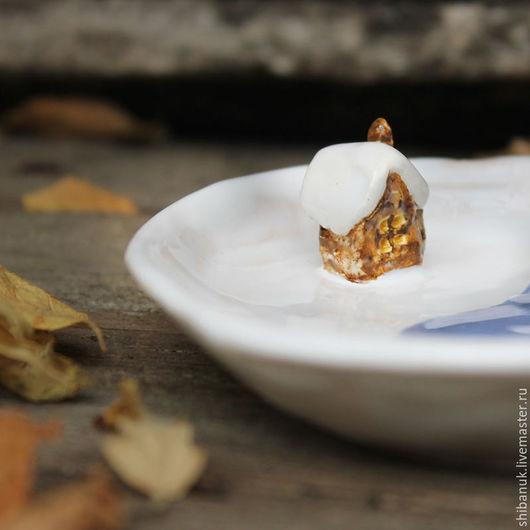 """Тарелки ручной работы. Ярмарка Мастеров - ручная работа. Купить Керамическая тарелка """"Домик у озера"""". Handmade. Белый, овальная тарелка"""