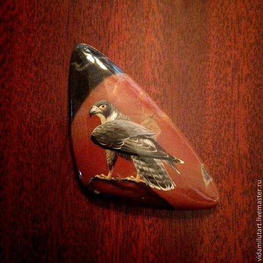 Роспись по камню ручной работы. Ярмарка Мастеров - ручная работа. Купить Сокол на яшме. Handmade. Бордовый, орел, дикий, птица