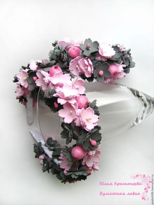 """Диадемы, обручи ручной работы. Ярмарка Мастеров - ручная работа. Купить Комплект """"Розы в тени""""  ободок и браслет с розовыми и серыми цветами. Handmade."""
