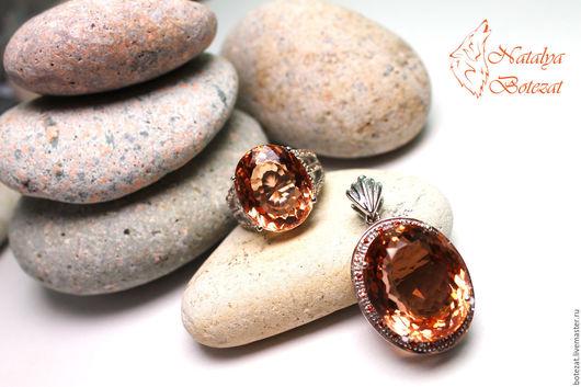 Нежный элегантный комплект кулон кольцо с крупными камнями  модного персикового цвета морганитами нафурнитуре серебро 925 с сапфирами.  Подарок женщине девушке коллеге купить