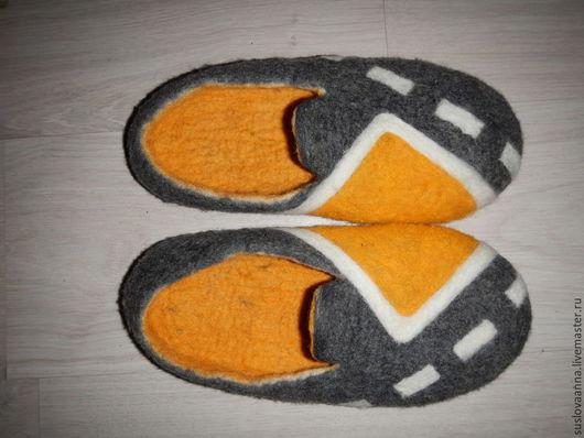 Обувь ручной работы. Ярмарка Мастеров - ручная работа. Купить мужские домашние тапочки Главная дорога. Handmade. Серый