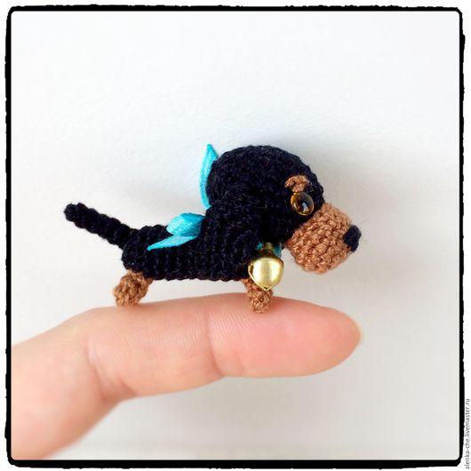 Миниатюра ручной работы. Ярмарка Мастеров - ручная работа. Купить Вязанная собака Дуська брелок. Handmade. Амигуруми, маленькая собачка