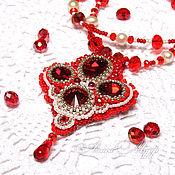 """Украшения ручной работы. Ярмарка Мастеров - ручная работа Вышитая бисером подвеска  """"Аленький цветочек"""" кулон  красный белый. Handmade."""