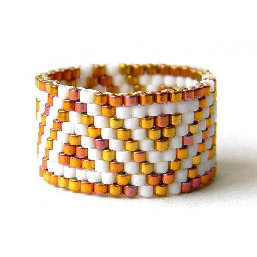 Оригинальные украшения из бисера -  широкое бисерное кольцо с узором.