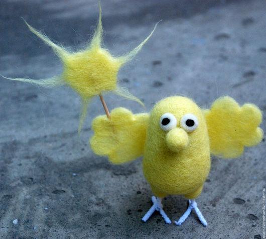Валяная из шерсти маленькая, но гордая  птичка-Солнышко. Эта солнечная птичка для тех кому  не хватает солнышка. Солнышка Вам в дом! :)