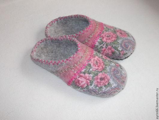 """Обувь ручной работы. Ярмарка Мастеров - ручная работа. Купить Тапочки """"Стефания"""". Handmade. Разноцветный, тапочки валяные, подарок женщине"""