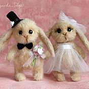 Куклы и игрушки ручной работы. Ярмарка Мастеров - ручная работа Подарок на свадьбу: Новобрачные Зайки (игрушки крючком). Handmade.