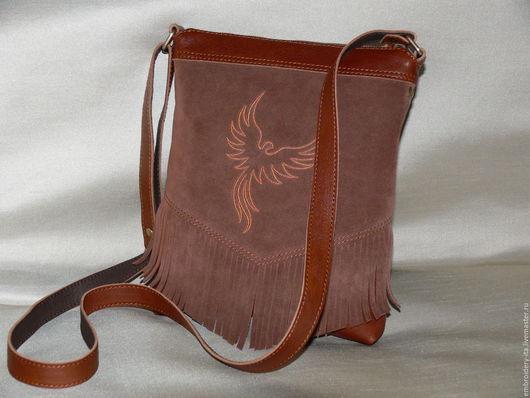 Сумка-планшет кожаная с вышивкой. Ручная работа. Габариты сумки: Длина 21, высота 25см, дно 3см, длина регулируемого ремешка 135см.
