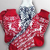 Подарки к праздникам ручной работы. Ярмарка Мастеров - ручная работа Новогодние носки в подарок Новогодний сувенир. Handmade.