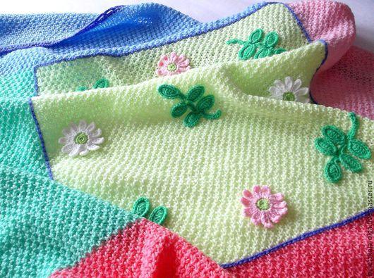 Пледы и одеяла ручной работы. Ярмарка Мастеров - ручная работа. Купить Плед детский вязаный спицами Мультяшный - яркий подарок новорожденному. Handmade.
