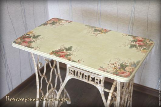 """Мебель ручной работы. Ярмарка Мастеров - ручная работа. Купить Столик """"Цветочный шик"""" на станине от швейной машинки. Handmade. Бежевый"""