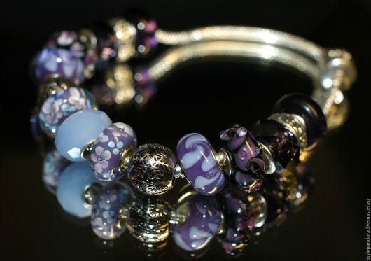 Браслет `Ольга` выполнен из бусин lampwork Все шармы на браслете можно приобрести отдельно и создать свой собственный браслет.