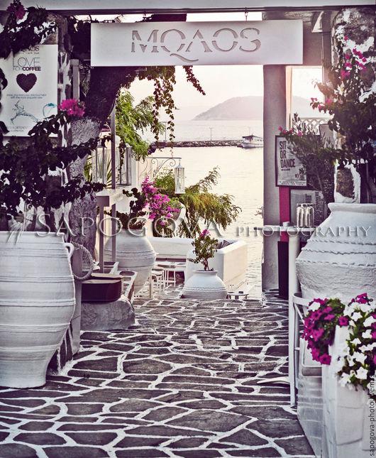 Алина Сапогова. Авторская картина ` Cafe `  картина в спальню, морской пейзаж,  фотокартина южного кафе, летний пейзаж в гостиную, эксклюзивная художественная  фотография