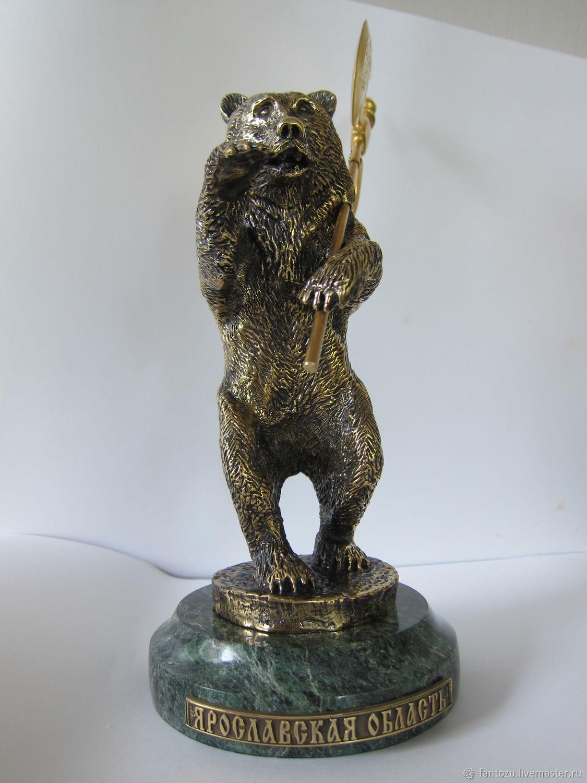 Бронзовая статуэтка Медведь с секирой на камне, Народные сувениры, Ярославль,  Фото №1