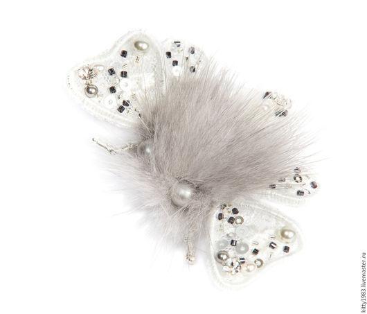 Броши ручной работы. Ярмарка Мастеров - ручная работа. Купить Брошь мотылек в белом ( брошь мотылек, бабочка, белый). Handmade.