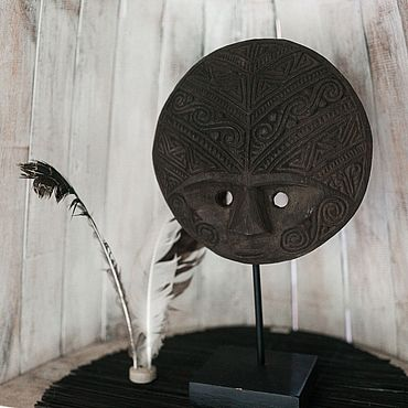 Для дома и интерьера ручной работы. Ярмарка Мастеров - ручная работа Маска Тимора круглая темная на подставке. Handmade.