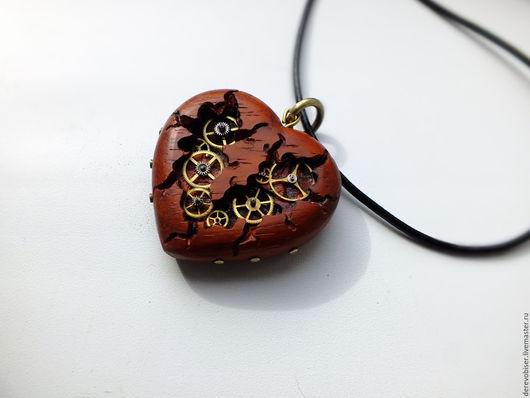 """Кулоны, подвески ручной работы. Ярмарка Мастеров - ручная работа. Купить Сердце из дерева Падук, серия """"Сердце железного дровосека"""". Handmade."""