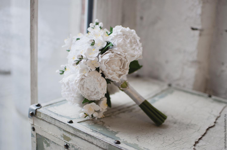 Какой вид жасмина добавляют в букеты свадебные, роз кровати