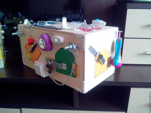 Развивающие игрушки ручной работы. Ярмарка Мастеров - ручная работа. Купить Бизиборд сундучок. Handmade. Бежевый, бизиборд на заказ