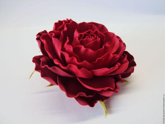 """Броши ручной работы. Ярмарка Мастеров - ручная работа. Купить Брошь-заколка красная  """"Роза"""" из фоамирана. Handmade. Ярко-красный"""