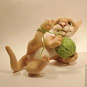 Куклы и игрушки ручной работы. Ярмарка Мастеров - ручная работа Кот Забияка, авторская игрушка из шерсти-сердечный подарок.. Handmade.