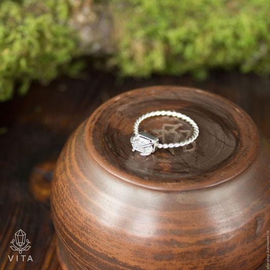 Кольцо `Кристалл`
