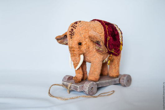 Мишки Тедди ручной работы. Ярмарка Мастеров - ручная работа. Купить Слон на тележке.. Handmade. Бежевый, вышивка, тедди в подарок