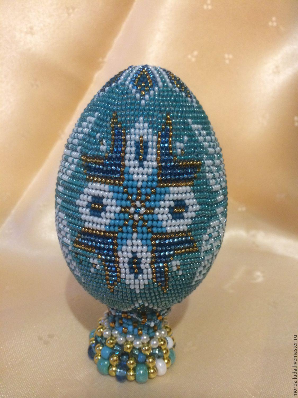 Яйцо пасхальное голубое с орнаментом из чешского бисера