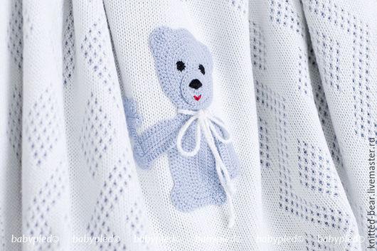 Пледы и одеяла ручной работы. Ярмарка Мастеров - ручная работа. Купить В НАЛИЧИИ: вязаный детский плед с медвежонком. Handmade.