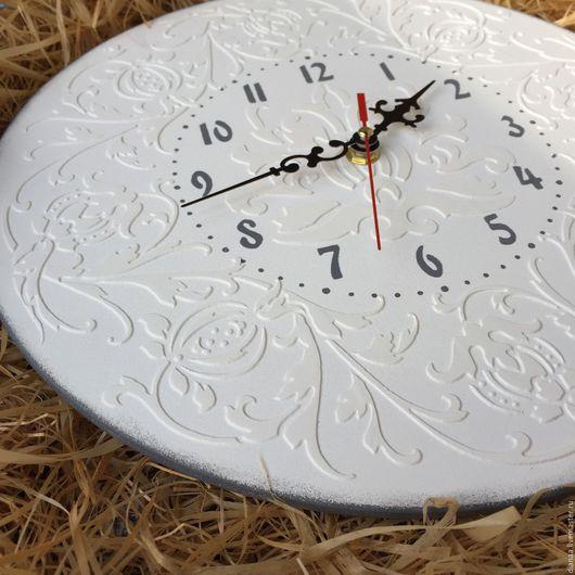 """Часы для дома ручной работы. Ярмарка Мастеров - ручная работа. Купить Часы настенные """"Белые узоры"""". Handmade. Часы настенные"""