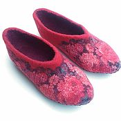 Обувь ручной работы handmade. Livemaster - original item Red felted Slippers with floral print. Handmade.