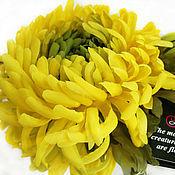 Украшения ручной работы. Ярмарка Мастеров - ручная работа цветы из ткани брошь «Лимонная хризантема». Handmade.