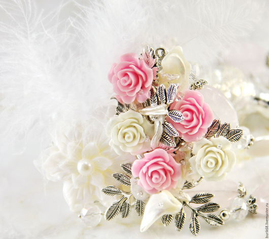 Белоснежное колье, роскошное колье, белый, жемчужное колье, белый жемчуг, розовые розы.