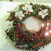 Подарки к праздникам ручной работы. Ярмарка Мастеров - ручная работа Новогодние композиции из живых цветов и хвои. Handmade.