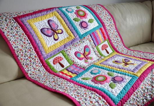 """Пледы и одеяла ручной работы. Ярмарка Мастеров - ручная работа. Купить Лоскутное детское одеяло """"Бабочки-цветочки"""". Handmade. Одеяло"""