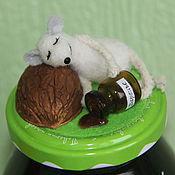 Подарки к праздникам ручной работы. Ярмарка Мастеров - ручная работа Спящий мышонок  (на банке с вареньем). Handmade.