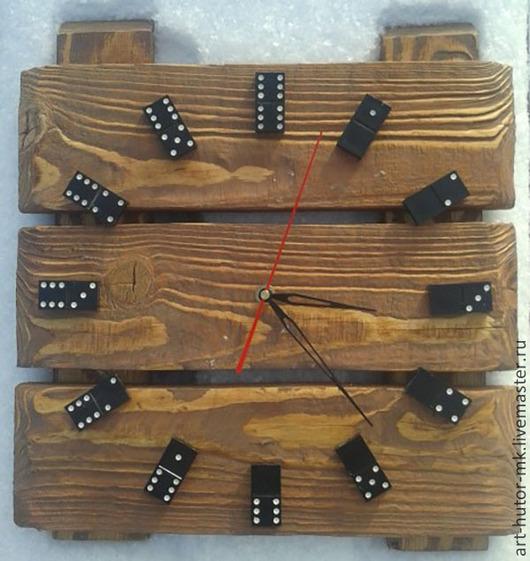 Стильные деревянные интерьерные часы. Часы выполнены вручную, но неповторимый рисунок был предложен самой природой