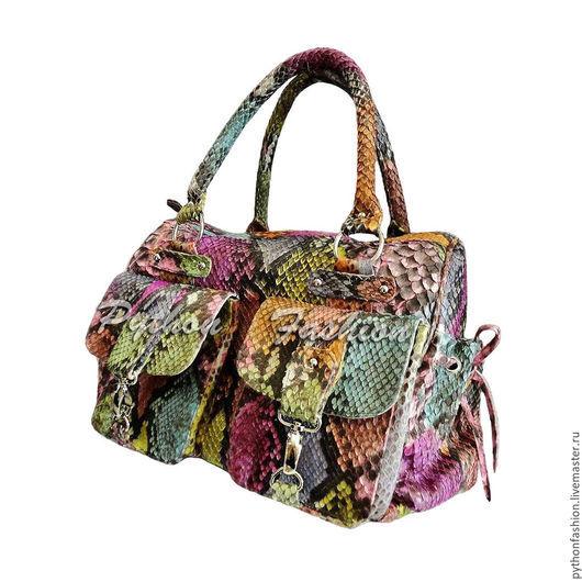 Сумка из кожи питона. Дорожная сумка из кожи питона. Сумка для путешествий, в поездку. Удобная большая сумка из питона. Красивая питоновая сумка в дорогу. Модная  сумка из кожи питона. Яркая сумка.
