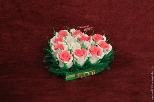 Букеты ручной работы. Ярмарка Мастеров - ручная работа. Купить Сердце из роз. Handmade. День Святого Валентина, шоколадные конфеты
