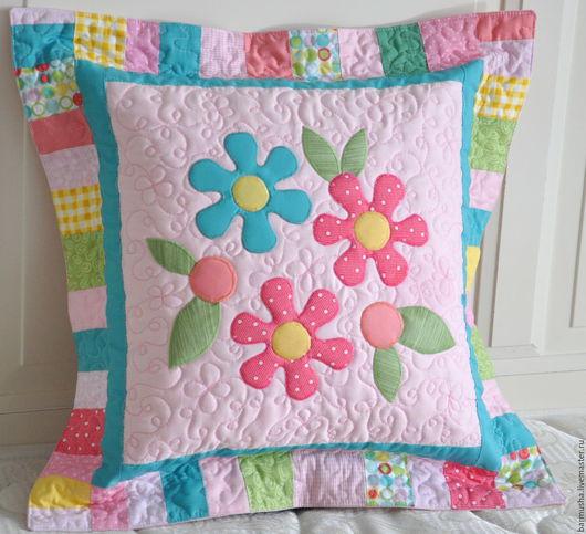 Пледы и одеяла ручной работы. Ярмарка Мастеров - ручная работа. Купить Текстильный комплект для детской (покрывало, подушки) Цветочное-2. Handmade.