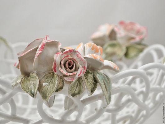 Большая ажурная фруктовница `Ренессанс в цвете`. Плетеная керамика и керамические цветы Елены Зайченко