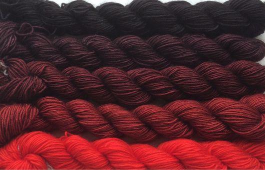 Вязание ручной работы. Ярмарка Мастеров - ручная работа. Купить Градиент. 100% меринос Ластер ручной окраски-From bright red to black. Handmade.