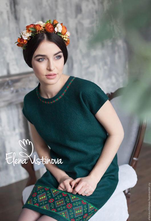 """Платья ручной работы. Ярмарка Мастеров - ручная работа. Купить Валяное платье с вышивкой """"Изумрудно-зеленое"""". Handmade. Тёмно-зелёный"""