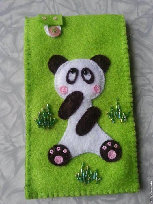 """Для телефонов ручной работы. Ярмарка Мастеров - ручная работа. Купить Чехол для телефона: """"Веселая панда"""". Handmade. Салатовый, фетр"""