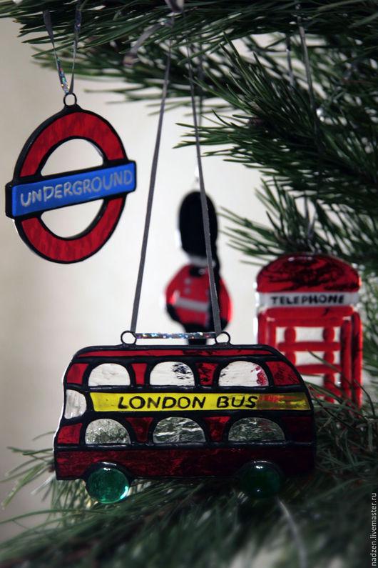 в набор входят четыре елочных украшения. Лондон бас, Андеграунд, Английский солдат, Телефон. Андеграунд продан, осталось 3 предмета. Можно приобрести по отдельности, цена под фото