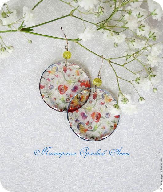 Прозрачные серьги из ювелирной смолы с цветочным рисунком