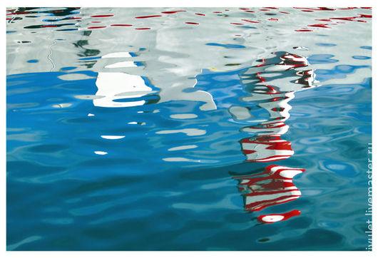 Картина Море абстрактная фотокартина для современного интерьера в ярком синем, красном и белом цвете. «Море любит паруса. Утренний этюд II» Отражение в морской воде, © Елена Ануфриева