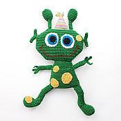 Мягкие игрушки ручной работы. Ярмарка Мастеров - ручная работа мягкая игрушка Веселый инопланетянин, вязаная игрушка ручной работы. Handmade.