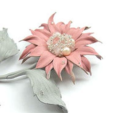 Украшения ручной работы. Ярмарка Мастеров - ручная работа Брошь из кожи Нежность розовый серый стильное украшение. Handmade.